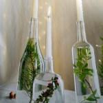 Decorar mesas de Navidad con velas en botellas