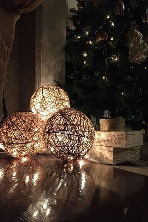 Bolas de cuerda con luces led en su interior para Navidad.