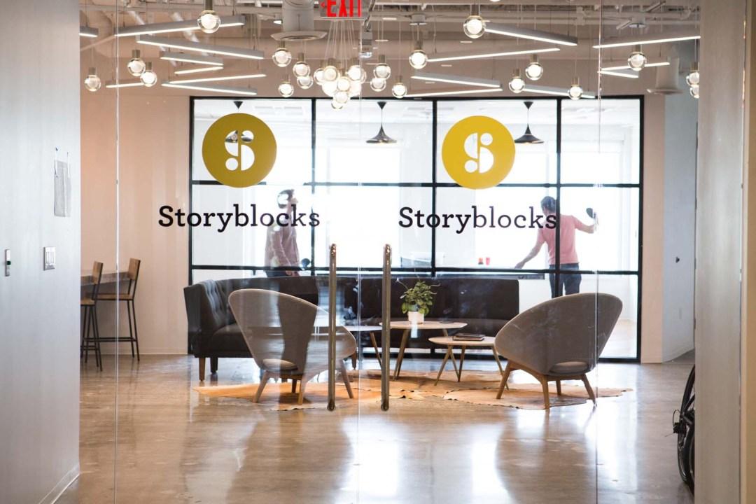 2017_storyblocks_office_16