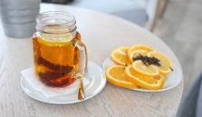 Accompagner le thé de citron est bon pour la santé.