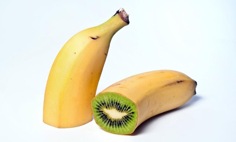Montage photographique représentant une banane-kiwi