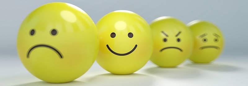 Photographie de smileys illustrant les différentes émotions provoquées par le café
