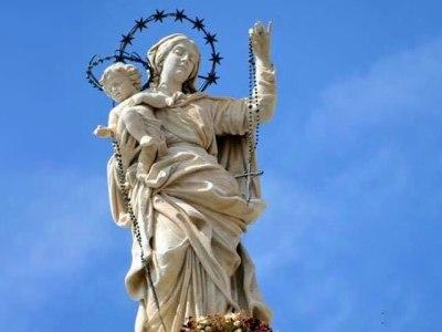 La Madonna ci offre il santo rosario