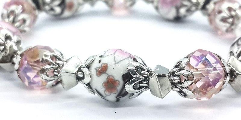 rosario bracciale con rose ricamate nei grani