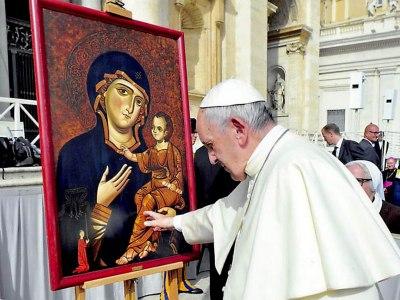 ave maria la preghiera che ama il papa