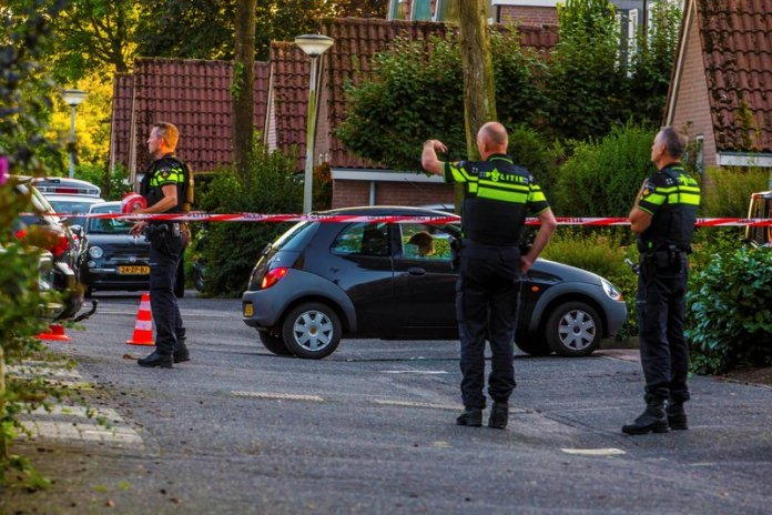 Man in auto doodgeschoten Rendier Huizen_09sep2015_0740