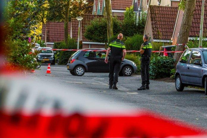 Man in auto doodgeschoten Rendier Huizen_09sep2015_0743