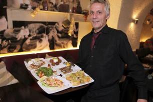 Stelios Chatzimichail serviert viele kleine Köstlichkeiten statt einer sättigenden Hauptspeise.