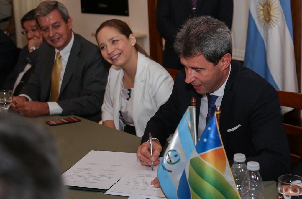 Pinto y Uñac firmaron acta dirigida a Piñera y Macri para avanzar en el Túnel de Agua Negra