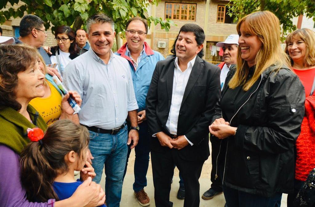 Delgado y Venerando contaron los proyectos de salud a los vecinos del barrio Aramburu