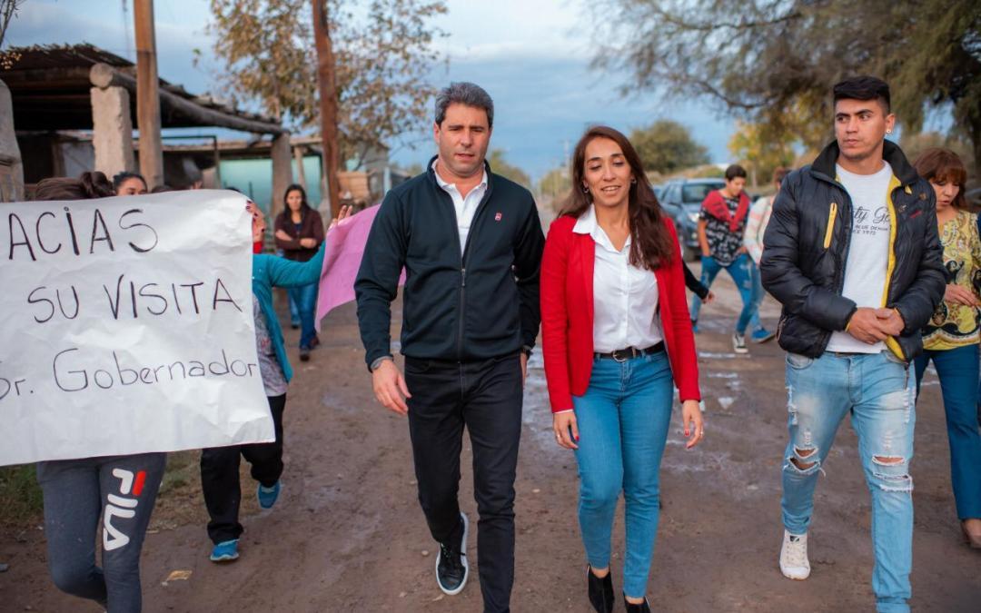 Romina Rosas caminó Caucete junto a Sergio Uñac