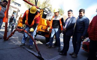 Municipio capitalino incorporó una nueva máquina para trabajar el pavimento