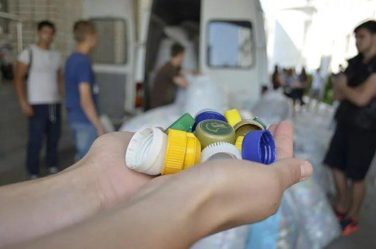 У Запоріжжі збиратимуть пластикові кришки у рамках вуличної акції «Добро жменями. Запоріжжя»