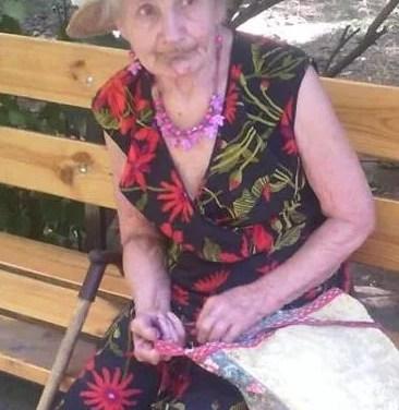 Чепурна і порядна бабуся у Запоріжжі втрачає свідомість від голоду, бо невістка забирає усе
