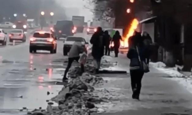Горять ціни: на заправці у Запоріжжі спалахнула конструкція – відео