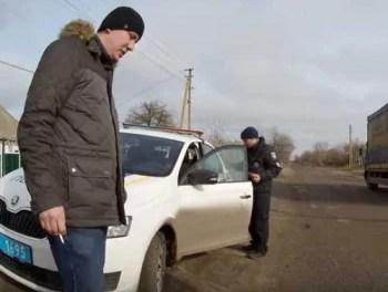 На Запоріжжі водії, які шкодять свої авто через ями, вдалися до радикальних дій – відео