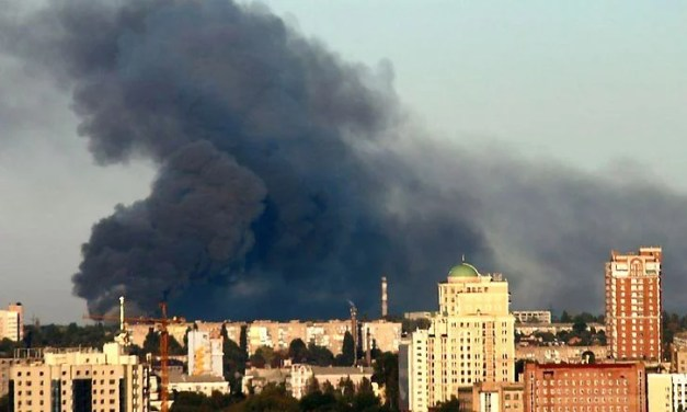 В окупантів масштабна пожежа, горять боєприпаси, людей евакуюють