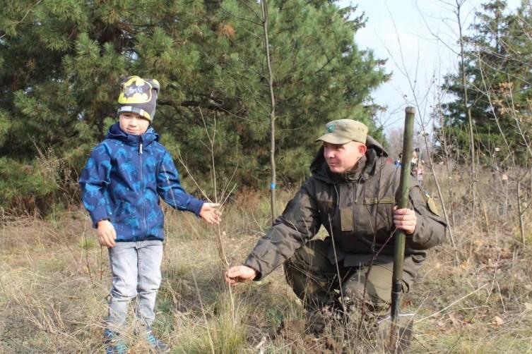 У запорізькому заповіднику висадили дерева із Західної України