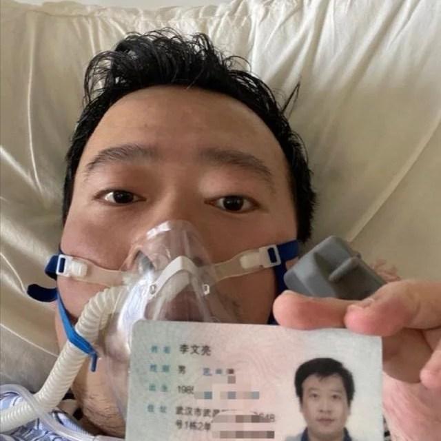 У Китаї помер молодий лікар, який зазнав репресій, бо повідомив про спалах коронавірусу