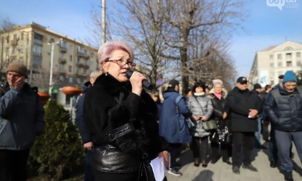У Запоріжжі під стінами міськради продавці зібралися на мітинг – фото