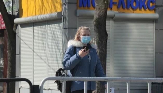 Міністр МОЗ повідомив, що українцям заборонять навіть перебуваня на вулиці удвох