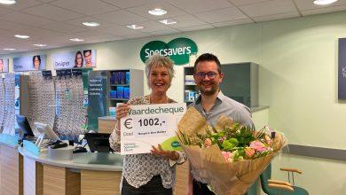 Photo of Specsavers Den Helder overhandigt cheque aan Hospice