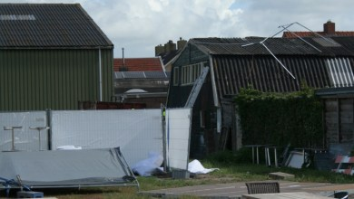 Photo of Partytent waait weg van terras de T'happerij