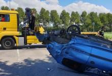 Photo of Auto over de kop bij eenzijdig ongeval
