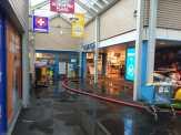 Wateroverlast in Schooten Plaza (foto: J Roosendaal).