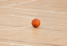 Photo of Basketbalsters Den Helder grijpen beker