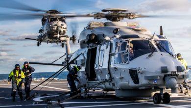 Photo of Trio maritieme helikopters oefent vanaf varend vliegveld
