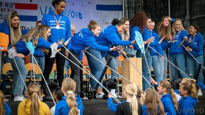 High Fives op anderhalve meter, de jeugdteams deden het! (DHfoto)