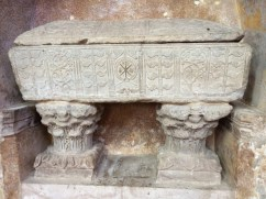 Sarcocphage de marbre blanc Vè