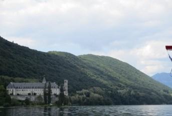 L'abbaye depuis le bateau