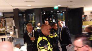 Burgemeester Don Bijl nadat de politie de raadzaal heeft ontruimt