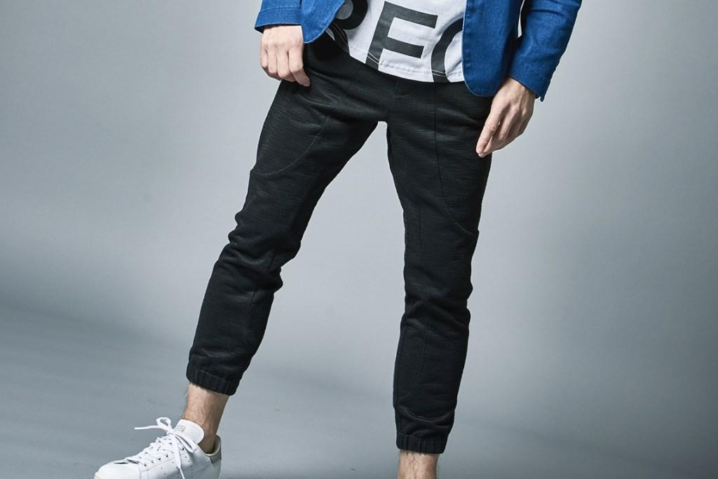ジョガーパンツの選び方と着こなしのポイント