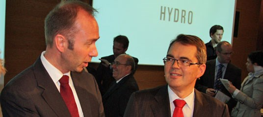 Minister Giske and Hydro CEO Brandtzæg. Photo: Ministry of Trade and Industry