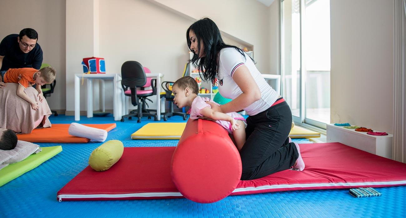 Spastiska och ryggmärgs skadade barn rehabresor turkiet