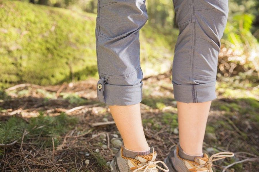 detail celana hiking convertible