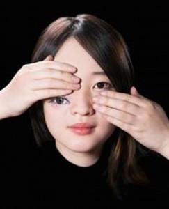 Penata Rias Berbakat Ciptakan Ilusi Optik Yang Mengerikan