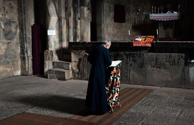 Die einsame Messe des armenischen Priesters