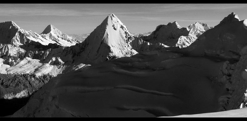 Cordillera Blanca monochrom (1) – Nevado Pisco
