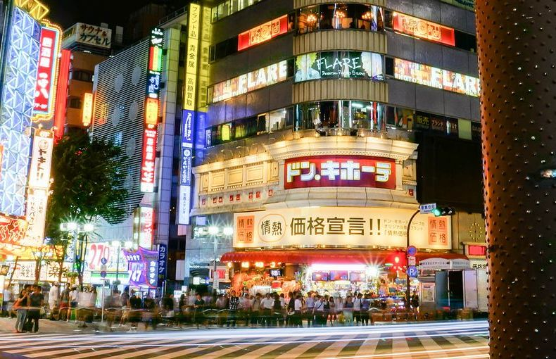 Schimmernder Dunst über Shinjuku