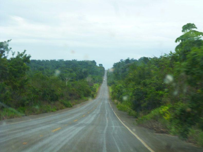 LKW Fahrt durch den Amazonas
