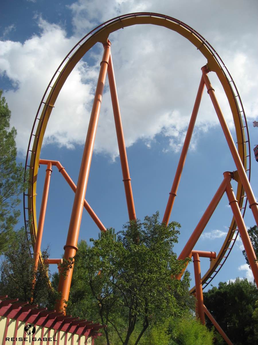 """x2 is a """"4th dimension"""" Six Flags Magic Mountain Usa West To East Tour"""
