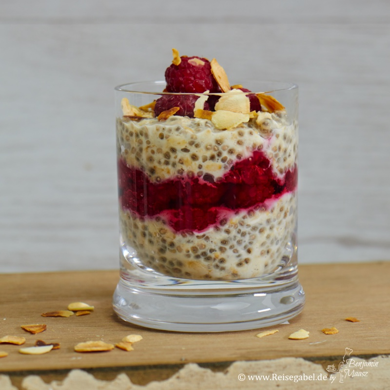 overnight oats mit chia samen und himbeeren 2 reisegabel. Black Bedroom Furniture Sets. Home Design Ideas