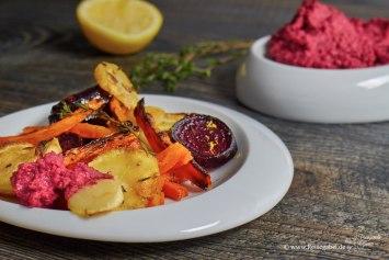 Rote Beete Hummus mit geröstetem Ofengemüse 3