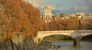 Rom im Herbst: Blick auf den Tiber (Bigstock.com / Crisfotolux)