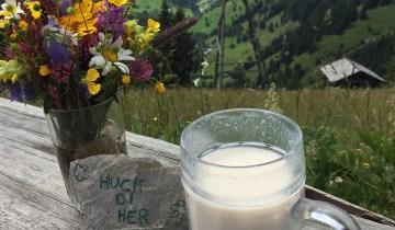 Buttermilch, dazu der kostenlose Blick ins Tal. (F: Reisekompass)