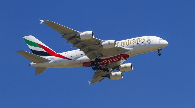 Emirates EK Flugzeug Himmel